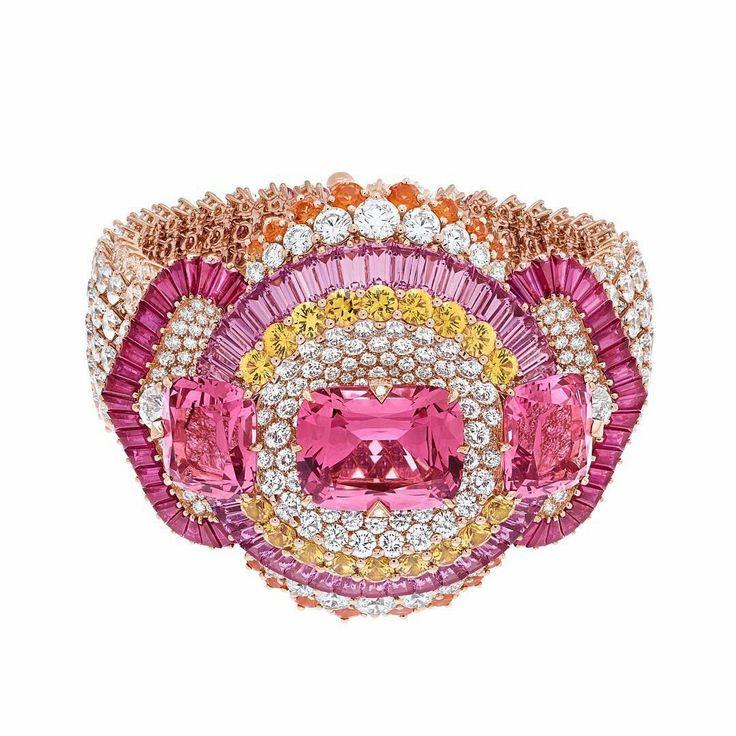 Think Pink with Van Cleef & Arpels Van Cleef & Arpels ile Pembe Düşünün #mon...