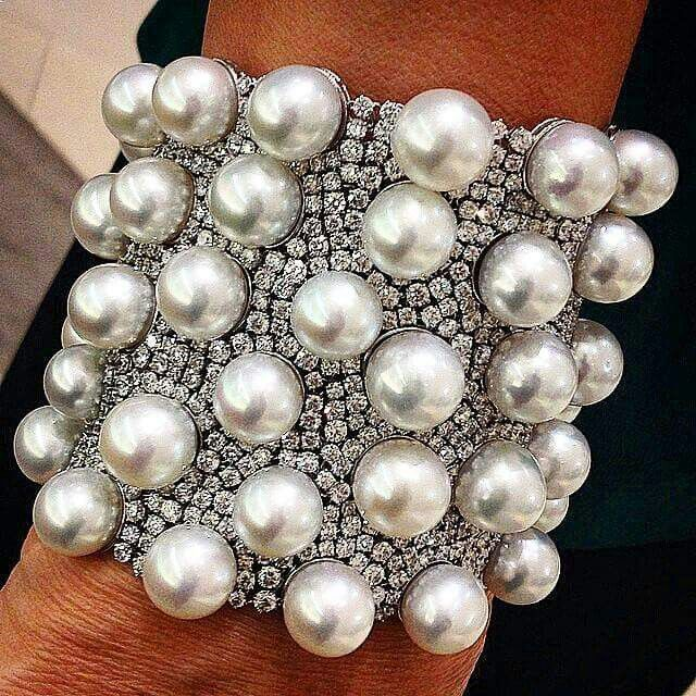 repost from Sam Link Harlan Stunning South Seas pearl bracelet with 58.03 carats...