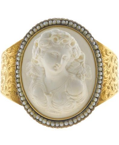Lava cameo, pearl and gold bracelet.