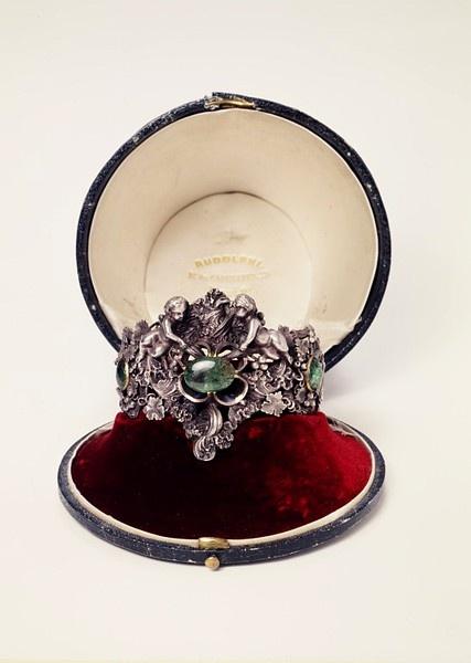The emerald and silver Rudolphi putti bracelet, by Rudolphi, Paris, circa 1842.