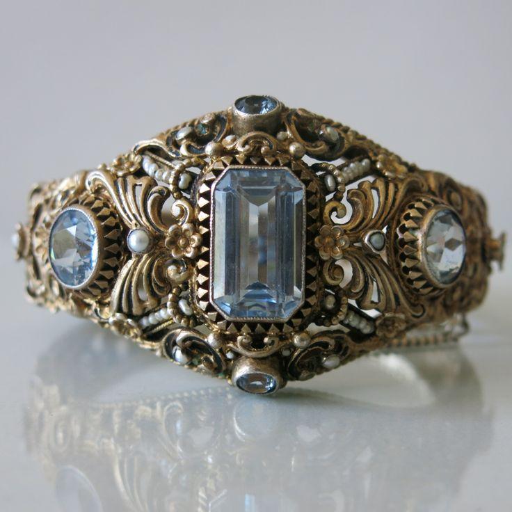 Topaz and pearl bracelet.