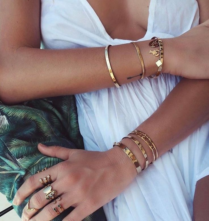 Our fashion inspiration, perfect to pair up with our #minimalistjewelry #minimal...
