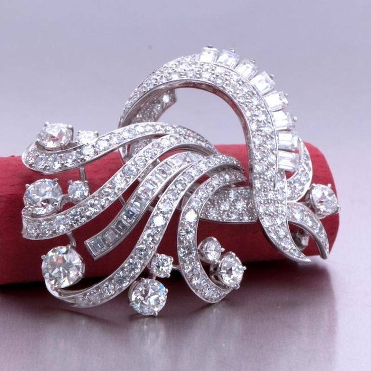18.00ct Antique Art Deco Platinum Diamond Brooch Pin This exquisite antique Art ...