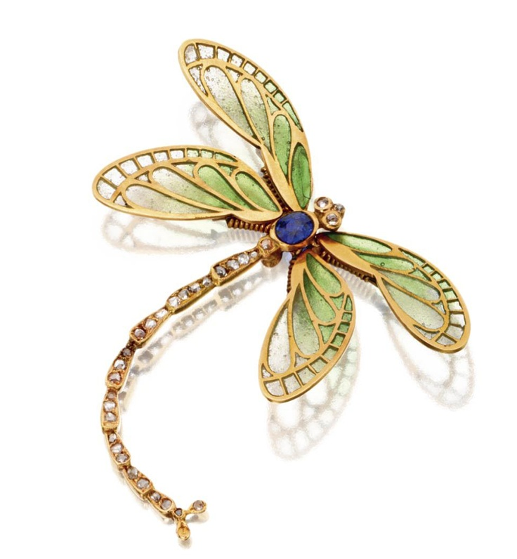 ART NOUVEAU DRAGONFLY BROOCH, CIRCA 1900.  The dragonfly mounted en tremblant, t...