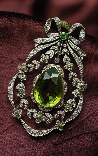 Belle Époque peridot, de cloak Ido garnet and diamond #brooch / pendant, France...