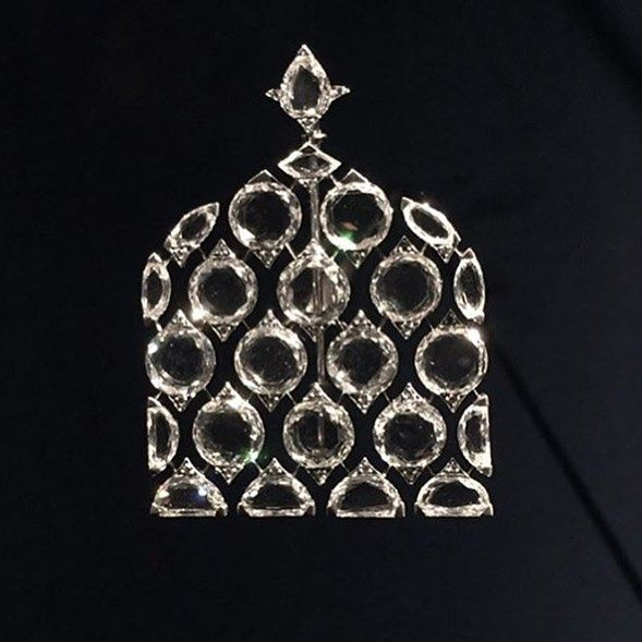An exquisite diamond brooch, by Bhagat. Now on display at Grand Palais in Paris....