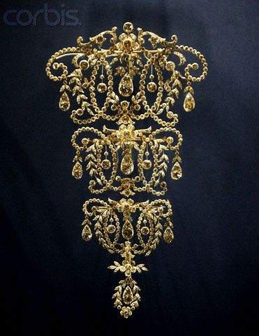 Queen Marys Diamond Stomacher Not sure which Queen Mary this is… Mary II of En...