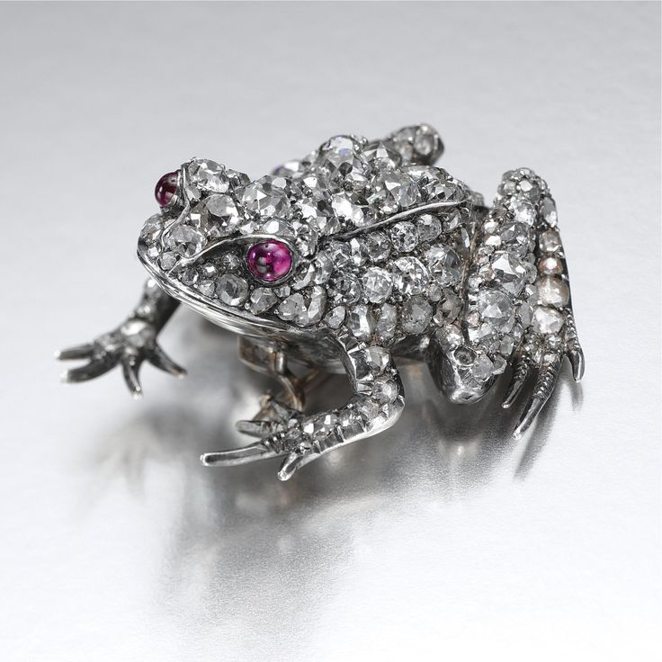 RUBY AND DIAMOND BROOCH, LATE 19TH CENTURY Designed as a sitting frog embellishe...