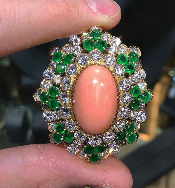 The last part of the #VCA #angel skin #coral #emerald and #diamond set this #bea...