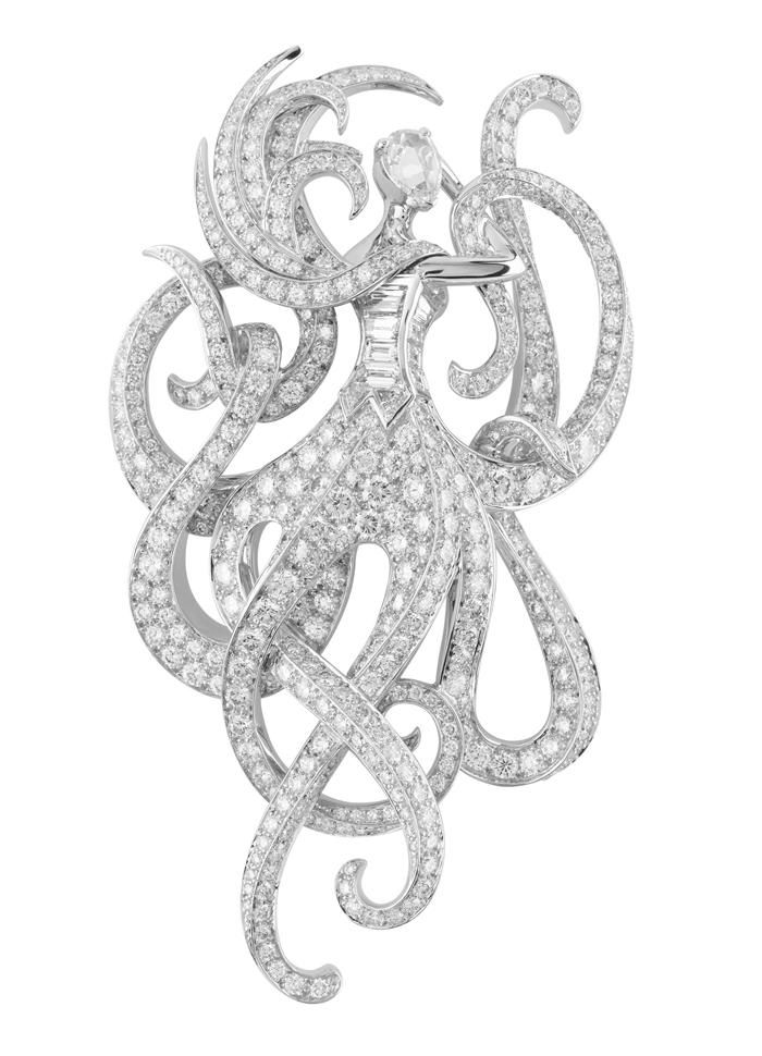 Van Cleef & Arpels Les Voyages Extraordinaires collection, inspired by the work ...