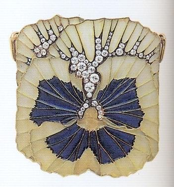 René Lalique, brooch, c. 1900. Gold, enamel, diamonds.