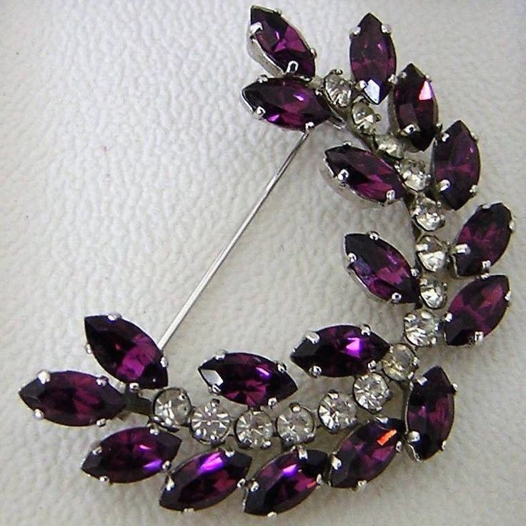 New Listing ~ Fabulous Purple 1950's Rhinestone Brooch. Wonderful Christmas Broo...