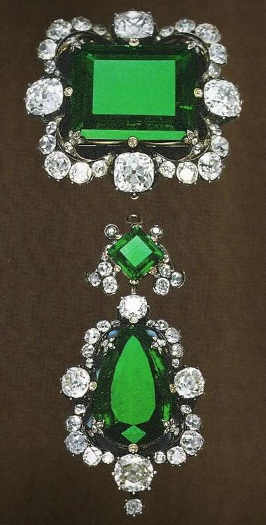 Royal Jewels of Italy - Diamond and Emerald Brooch. Owned by Queen Margherita o...