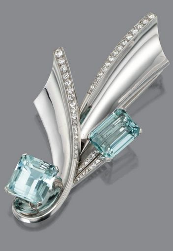 WHITE GOLD, AQUAMARINE AND DIAMOND BROOCH, CIRCA 1945 the brooch of stylized rib...