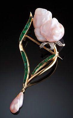 rubies.work/... Art Nouveau pearl, emerald and diamond brooch Art Nouveau Missis...