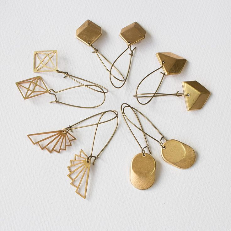 Geometric earring party! ✨These beauties are now available at @birdsandbeesnur...