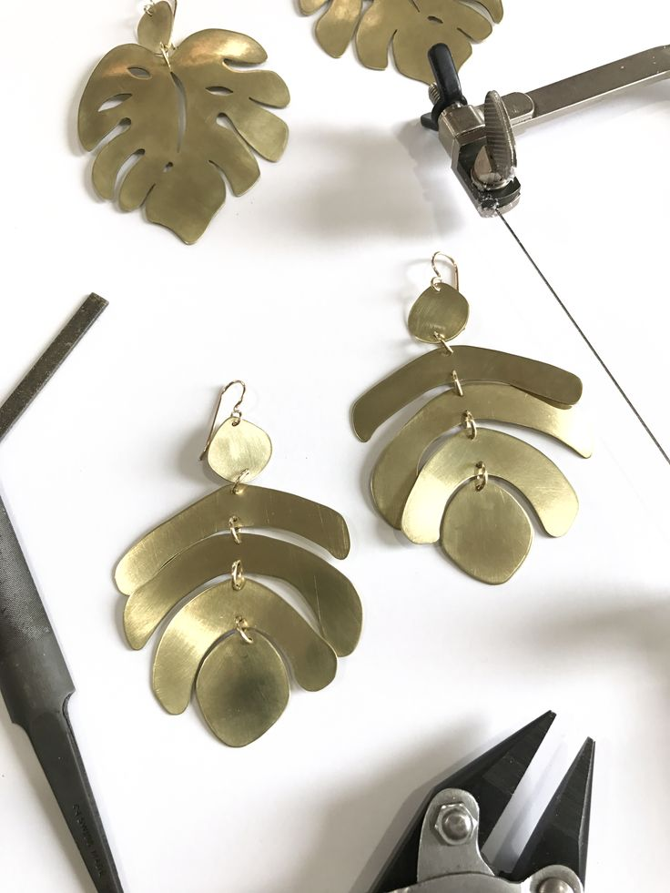 I'm so excited to announce that I'll be teaching two online metalsmithing cl...