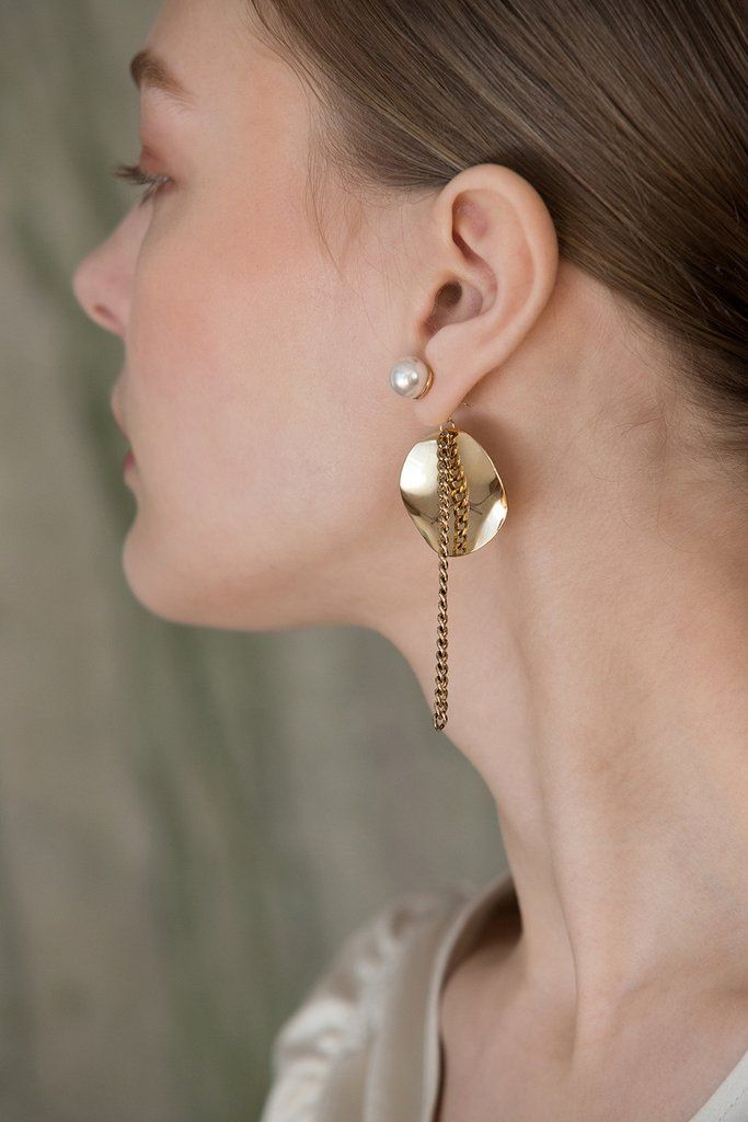 The Élio, a pair of an abstract eggshell-shaped design with pearl studs and gol...