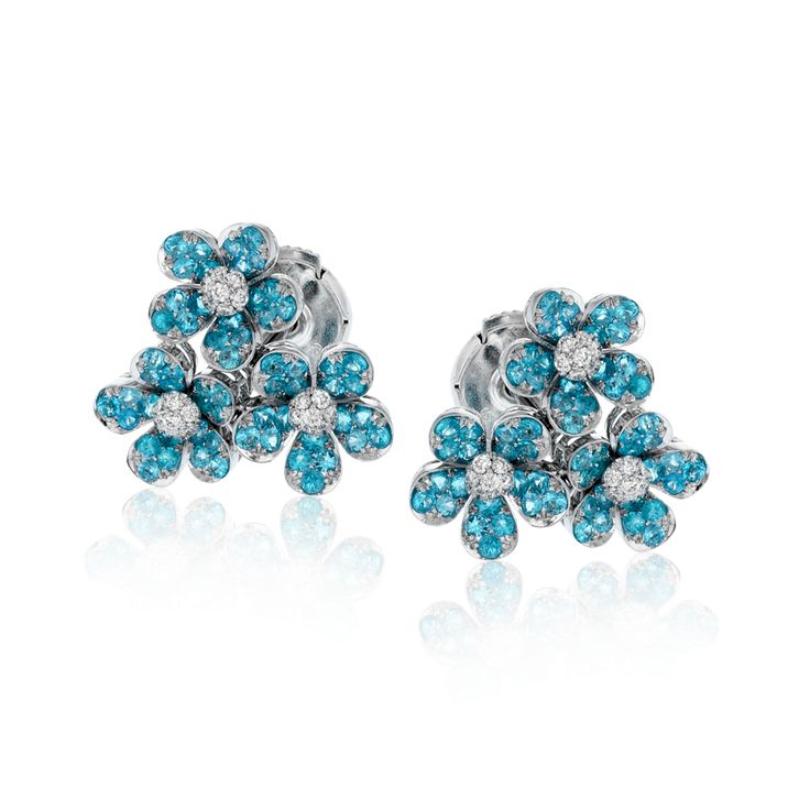 These charming 18k white gold stud earrings feature a grouping of five-petaled f...