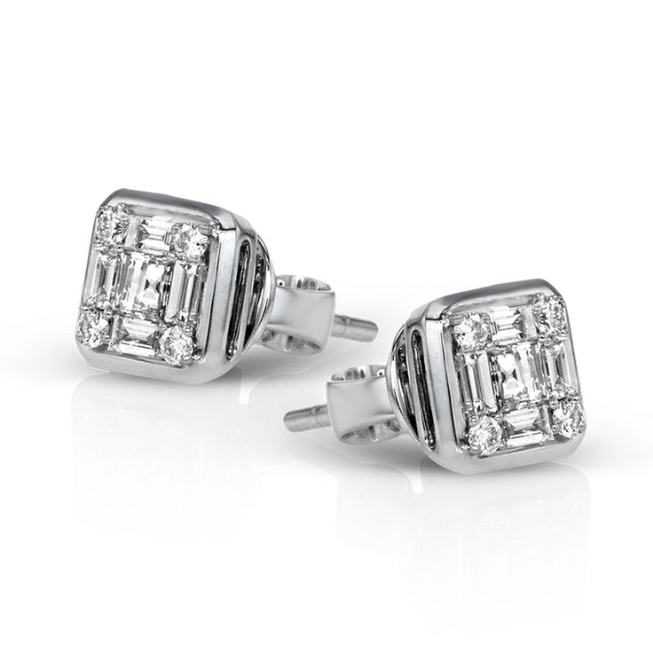 This 18k white gold earrings are a wonderful modern take on a classic diamond st...