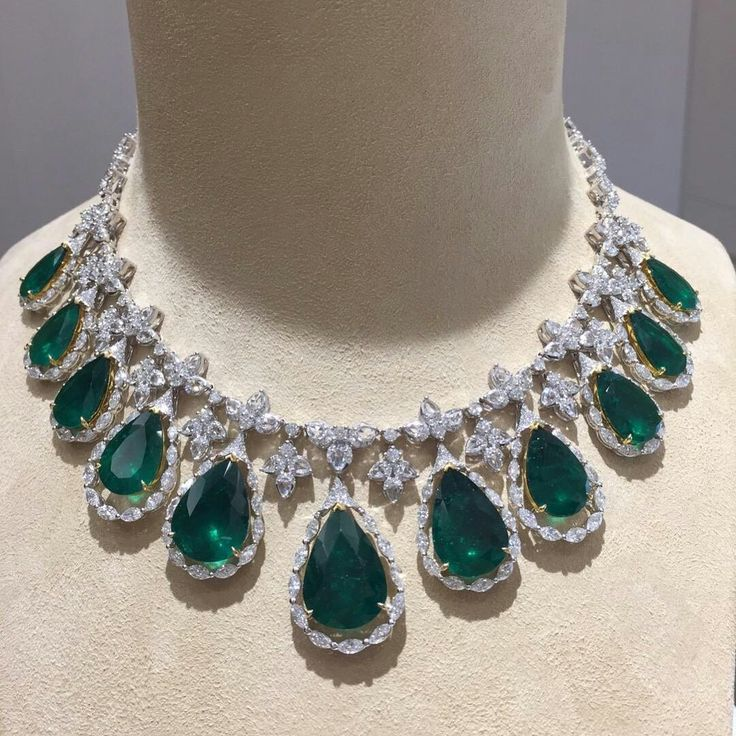 @anna_shia.  Pear shape emeralds with diamonds necklace