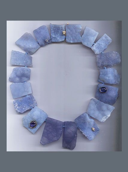 N-3541-Chalcedony-plates-with-Sapphire-cabochons-and-Diamonds,-18K-yellow-Gold