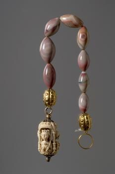 Paternoster from the first quarter of the 16th century, with agate, ivory and gi...