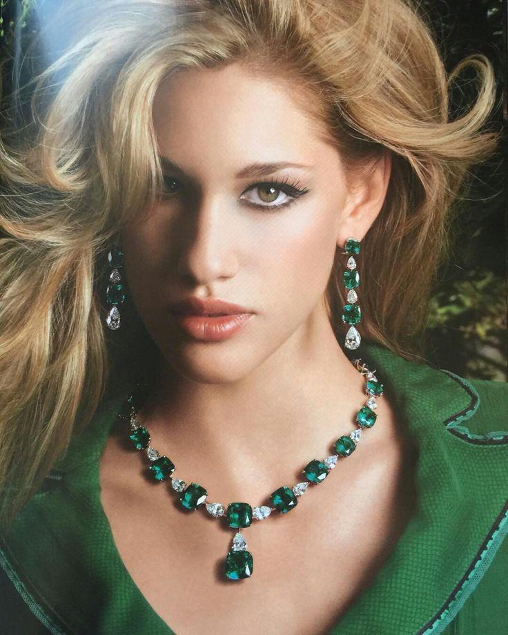 Maria Gaspari.  #preciousstones #hautejoaillerie #emerald #diamonds
