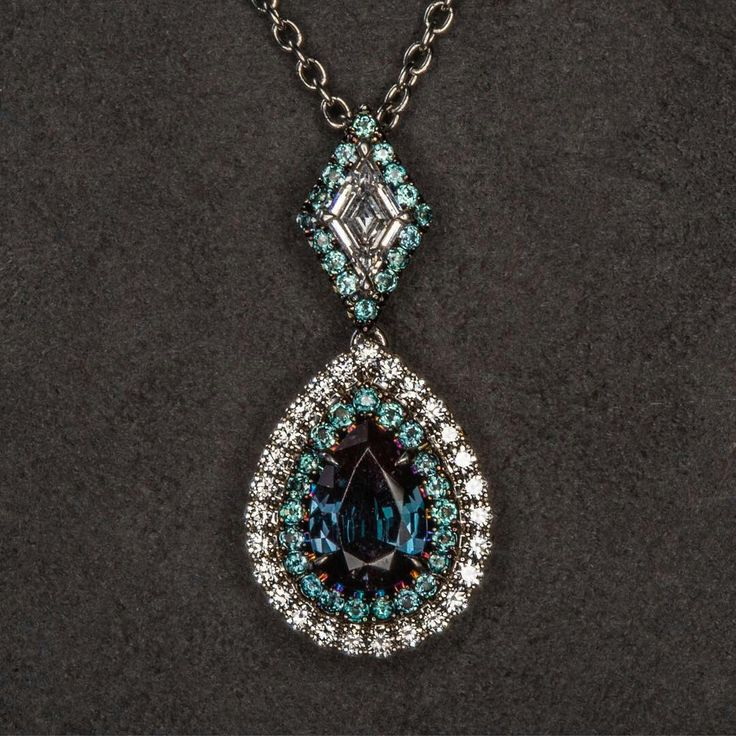 Omi Privé is synonymous with alexandrite. It is one of our favorite stones, not...