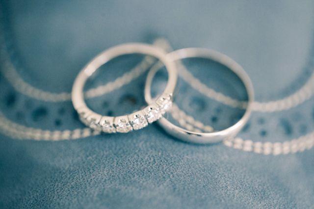 Wedding rings | Anastasiya Belik Photography | burnettsboards.co...