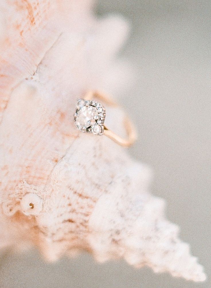Gorgeous ring | Photography: Rebecca Yale - rebeccayaleportra...