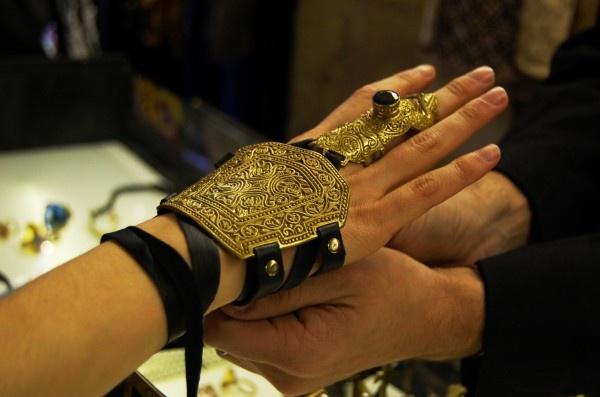 Bracelet/ring.
