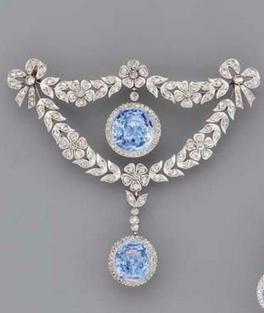 A BELLE EPOQUE SAPPHIRE AND DIAMOND BROOCH, circa 1905.