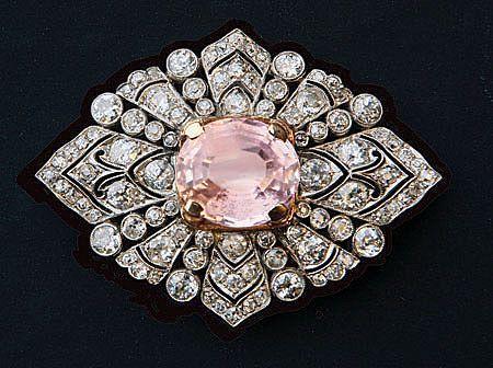 Art Deco gorgeous kunzite, platinum and diamond brooch, 1925.