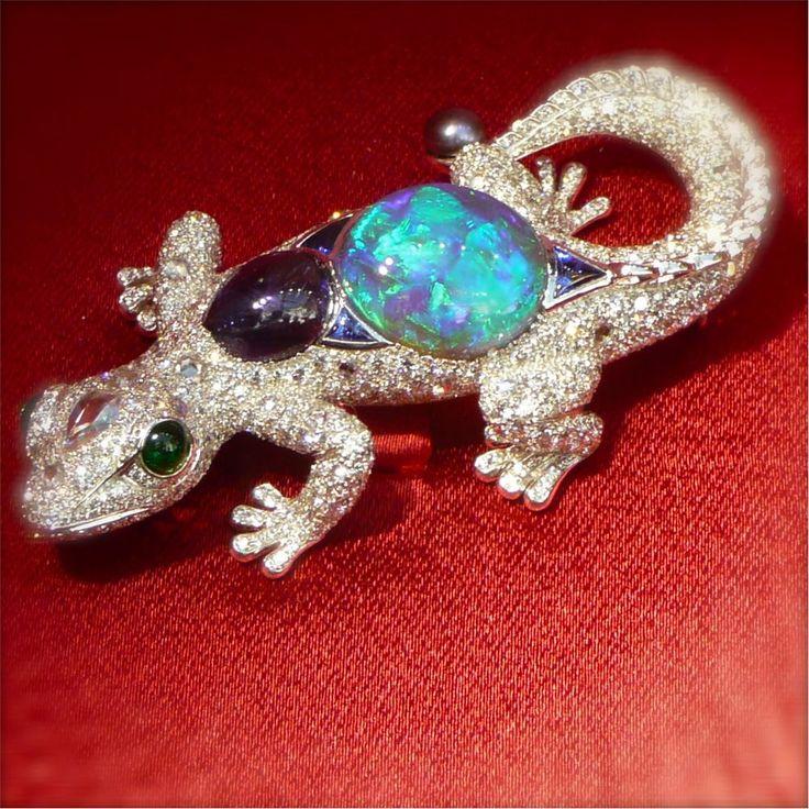 Cartier, Biennale 2012, broche opale cabochon 7 carats, saphir cabochon 3 carats...