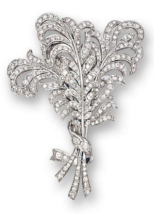 DIAMOND 'FEATHER' BROOCH, CIRCA 1925, RAYMOND YARD Modelled as a stylise...
