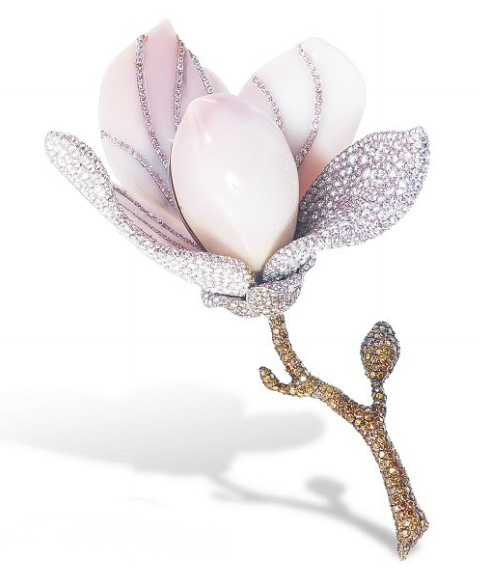A RARE CONCH PEARL, COLOURED DIAMOND AND DIAMOND BROOCH, BY ETCETERA   Designed ...
