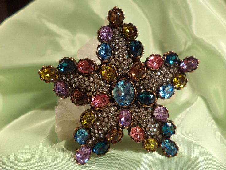 Brooches Jewels : Exquisite Joan Rivers New Red White Blue