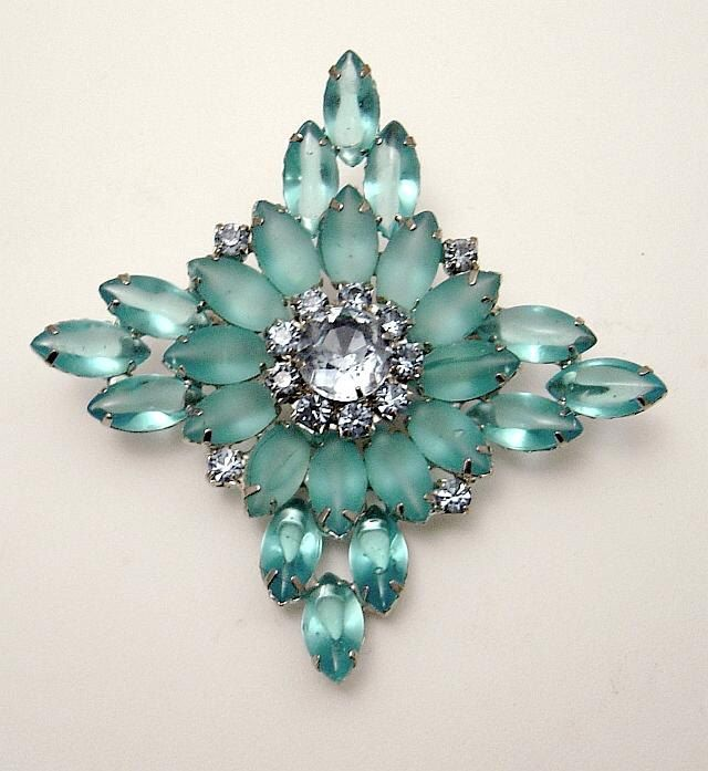 Gorgeous vintage Blue navette Brooch.