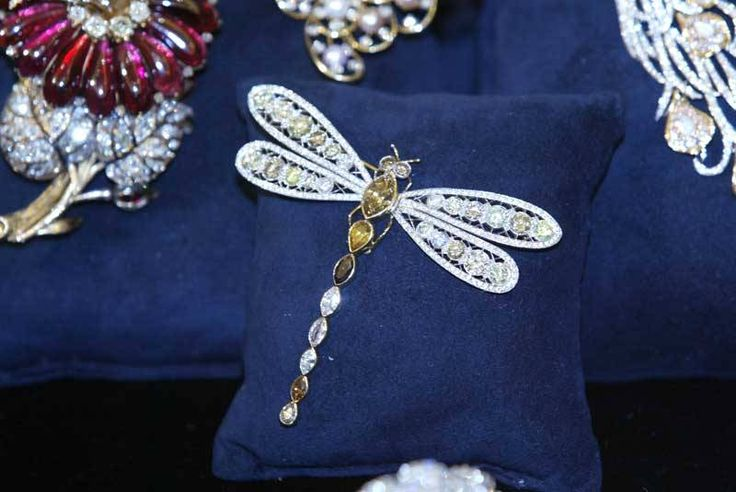 Harry Winston Dragonfly Pin. Harry Winston Oscars Collection