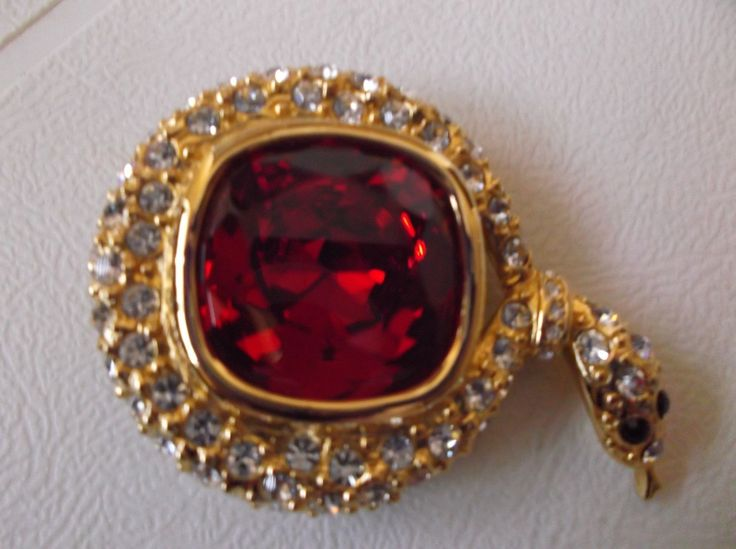 Brooches Jewels : Joan Rivers Collection Gold Tone Crystal