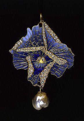 1900 Brooch