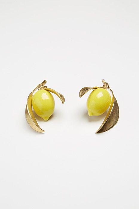 Photo via Andres Gallardo, lemon earrings |♦F&I♦.
