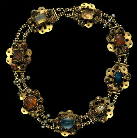Gemstone and gold necklace, 14th century.
