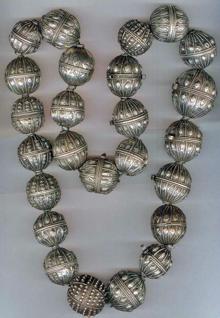 Silver bead necklace, Yemen, circa 1890.