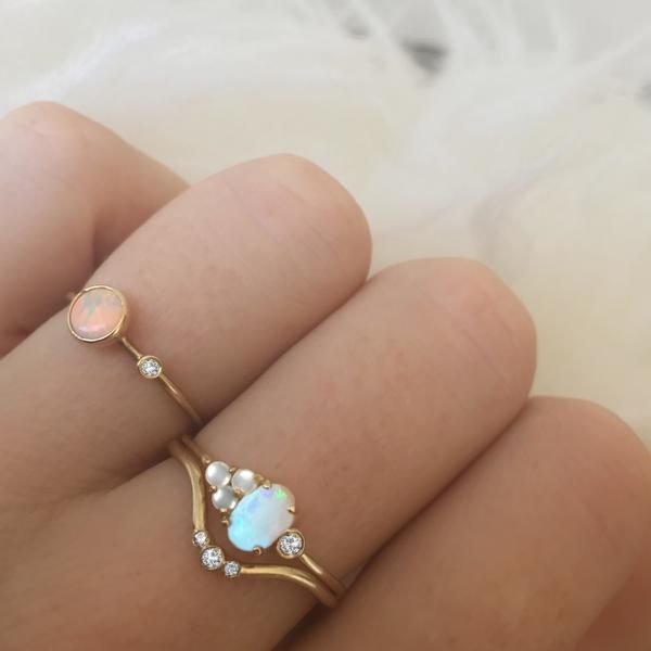 -1.2mm solid 14kt gold -6x4mm Australian opal -x3 pieces of 2mm white freshwater...