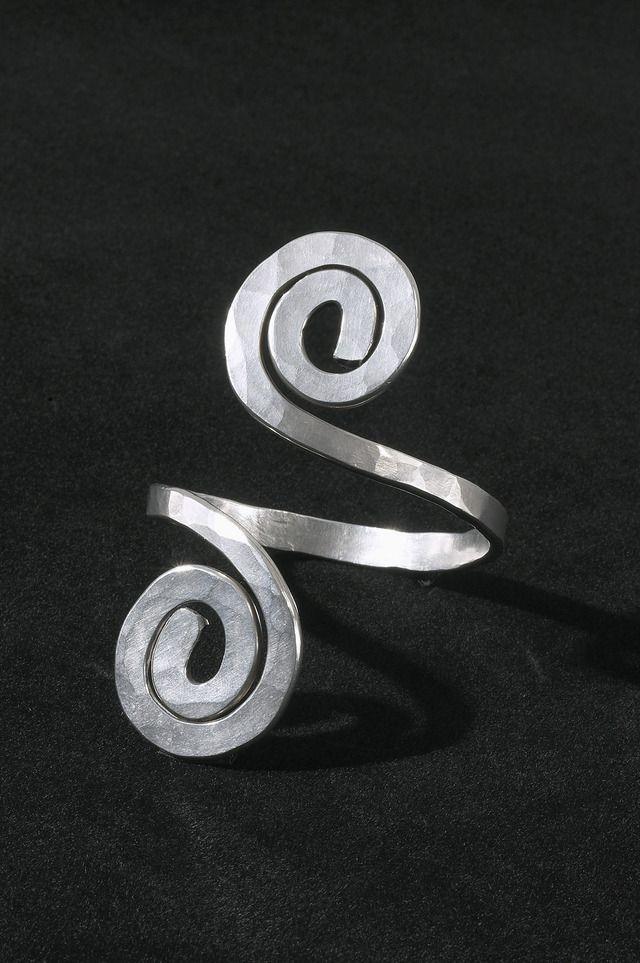 Bracelet | Alexander Calder. Sterling silver. c. 1945