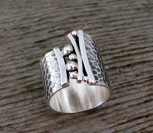 Delias Thompson - Bridges Ring