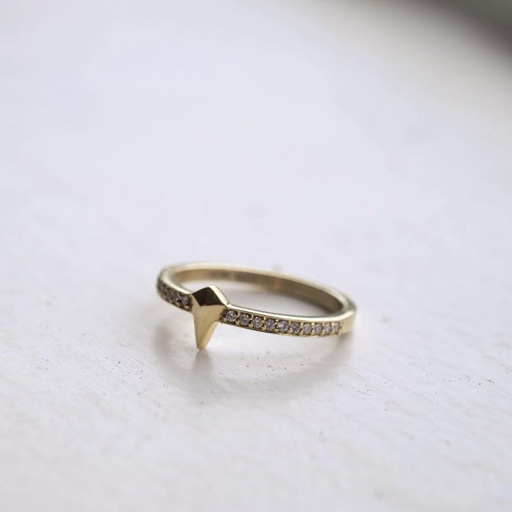 Pointed eternity ring in the best combination, yellow gold and white diamonds x