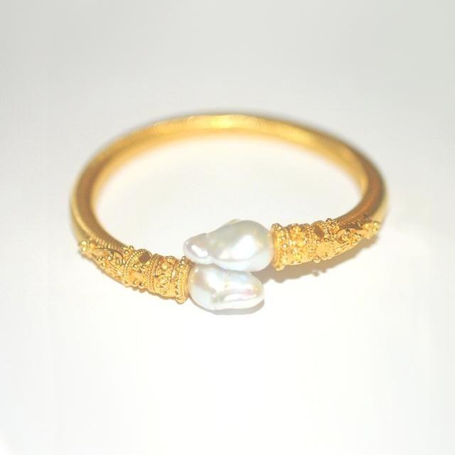 18K gold bracelet set with 13x16.mm cultured freshwater Keshi pearls on a flexib...